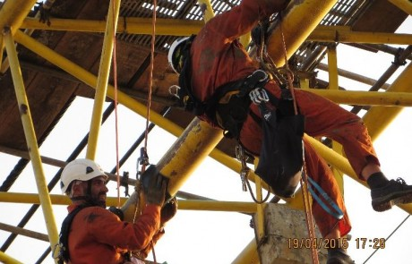 Descaling and Chemical Cleaning of Crane Boom